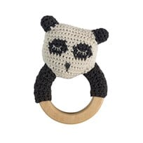 sebra Crochet Rattle Panda on Wooden Ring Musta